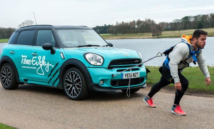 A mund ta tërhiqni një Mini Cooper për 26 kilometra në pistë?