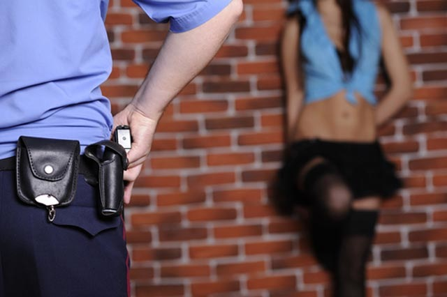 Rregull i ri: Lajmëroni policinë para se të bëni seks