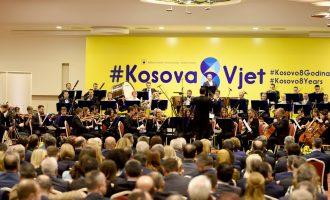 Qeveria nis festimet me muzikë klasike, opozita orkestron përmbysjen e saj