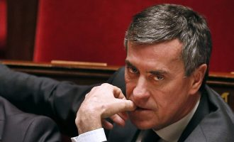 Ish-ministri francez gjykohet për fshehjen e 600 mijë eurove