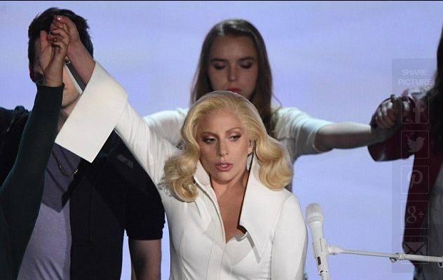 Lady Gaga i përlotë të ftuarit në Oscar