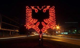 Qyteti i Shkupit jep urdhër për heqjen e Shqiponjës