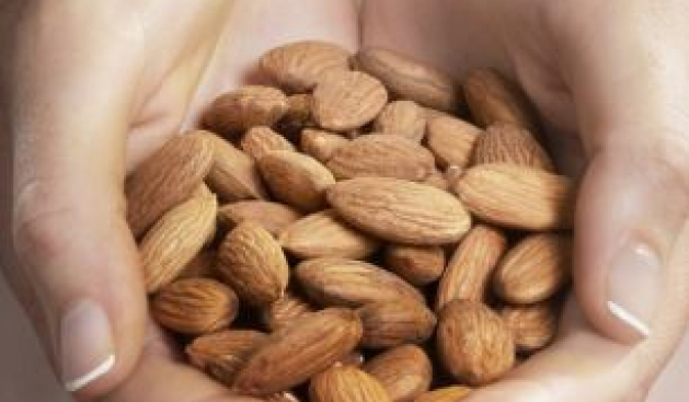 Gjashtë ushqimet që ndihmojnë në rritjen e flokut