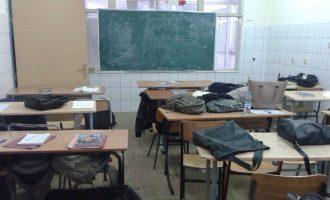 Shkolla ku bufeja dhe kabinetet janë bërë klasë mësimi