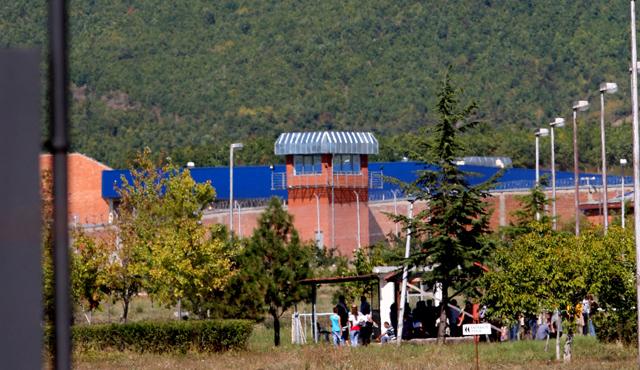 Arrestohet pasi tentoi të fusë 500 euro në Burgun e Dubravës
