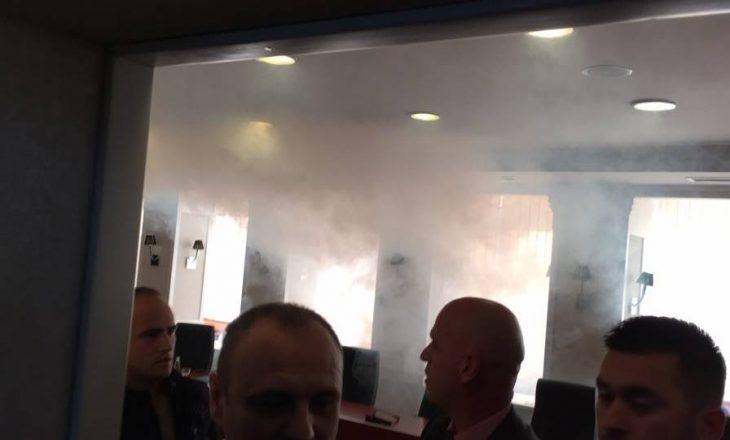 Opozita hedh gaz në mbledhjen e kryesisë, arrestohet Aida Dërguti
