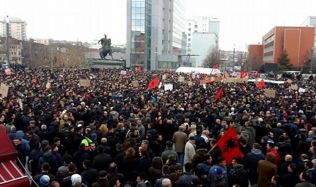Opozita vazhdon me protesta kundër Qeverisë