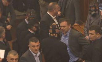 VV paralajmëron protesta nëse Thaçi refuzon t'ia japë mandatin për krijimin e Qeverisë