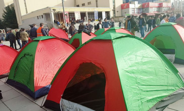 Opozita, protesta 24 orë në ditë