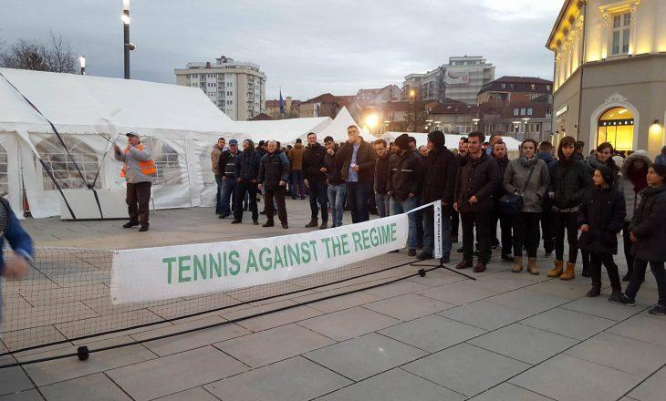 """Opozita luan """"tenis kundër regjimit"""""""