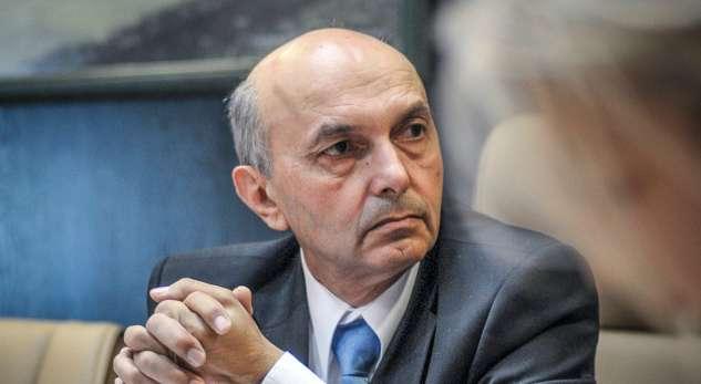Mustafa kërkon që BE t'i bëjë presion Serbisë në dialog