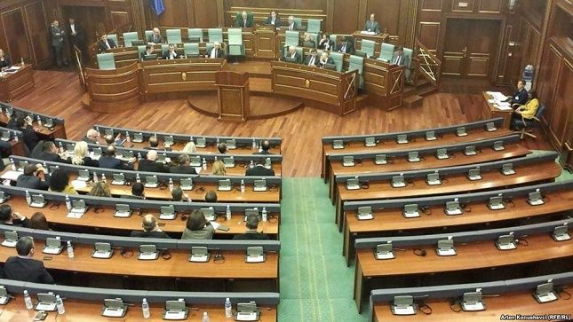 U rrezikohet mandati deputetëve të AAK-së e të Nismës