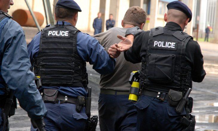 Policia arreston tre persona për trafikim me qenie njerëzore