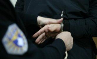 Një grua arrestohet për kalim ilegal të kufirit