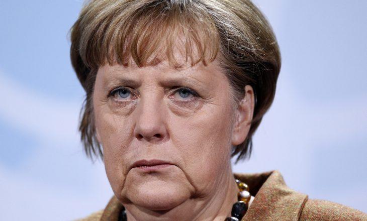 Merkel përjashton ndryshimin e politikave të migrantëve