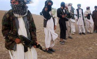 Talibanët vrasin mbi 40 ushtarë afganë