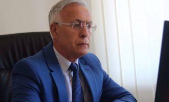 """Jakup Krasniqi: Refuzoj """"përkuljen për famë"""" para Rugovës"""