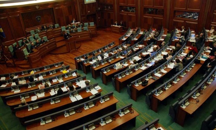 Vazhdon sot seanca e Kuvendit