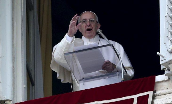 Papa Françesku: Bota është në luftë