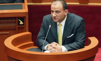"""Ish-deputeti shqiptar i përfshirë në """"Panama Papers"""""""