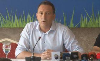 Bunjaki publikon listën e lojtarëve në ndeshjen kundër Islandës