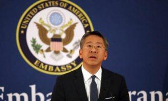 Ambasadori amerikan që u prek nga rrëfimi i gruas shqiptare