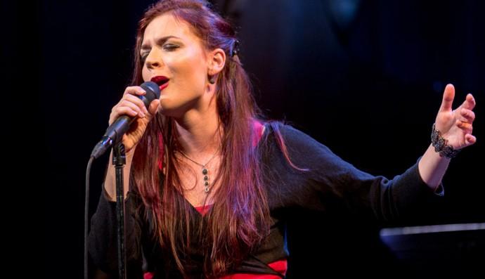 Elina Duni këndoi shqip në Japoni e Kore