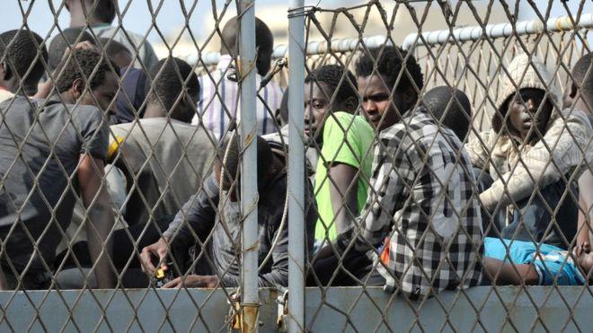 """Refugjatët në Greqi përballen me """"vuajtje të mëdha"""""""