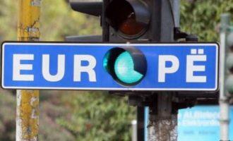 Reuters: Edhe nëse ratifikohet demarkacioni, vizat nuk janë të sigurta