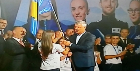 Thaçi ia dorëzon flamurin Majlinda Kelmendit para Rio 2016