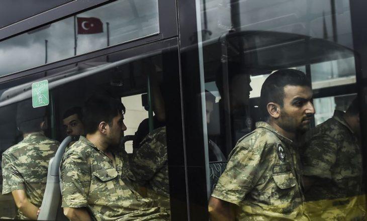 Shkarkohen qindra pjesëtarë të forcave të armatosura në Turqi