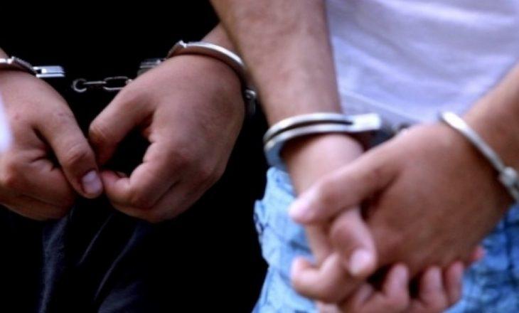 Arrestohen tre persona për posedim të narkotikëve