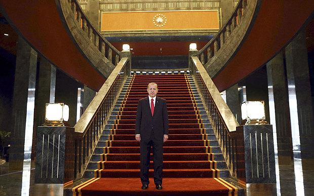 Pallati i Erdoganit do të mbrohet me sistem antiraktetor