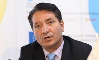 Ministri Lekaj arrin marrëveshje me autoshkollat