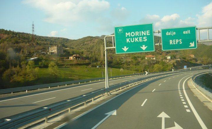 Opozita në Shqipëri kundërshton taksën për Rrugën e Kombit