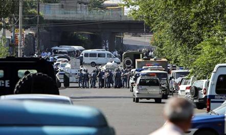 Armeni, grupi i armatosur mban peng prej 2 javësh stacionin e policisë