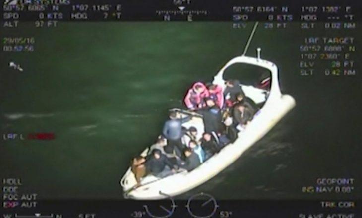 Burgoset ish-kampioni i Xhudos që u përpoq të kontrabandonte 18 emigrantë shqiptarë