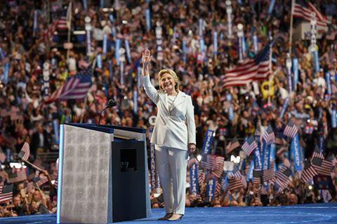 Clinton: Forca të fuqishme po kërcënojnë të na përçajnë