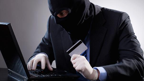 Hajdutët kapen pasi përdorin kartelat kreditore
