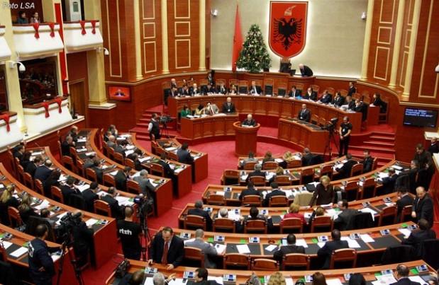 7 vite e gjysmë burg për deputetin shqiptar