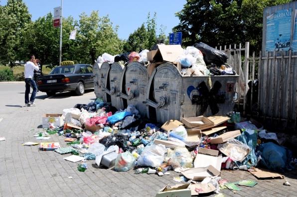 Prizren, rrahje mes tre personave pas mosmarrëveshjes për hedhjen e mbeturinave