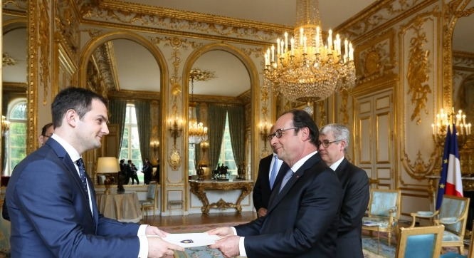 Gashi zyrtarizon punën e tij si ambasador në Francë