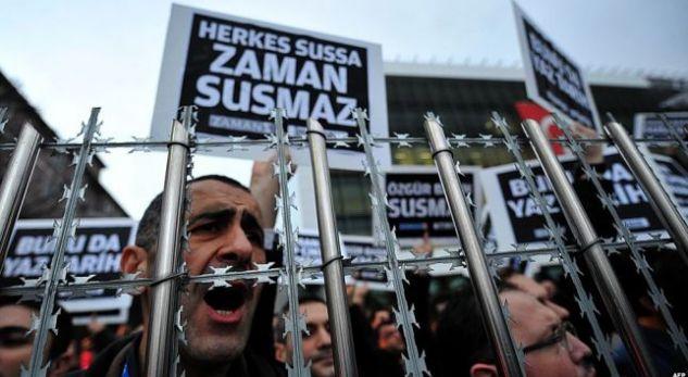 Arrestohen 47 gazetarë, ish-punonjës të gazetës opozitare Zaman në Turqi
