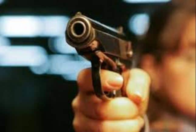 Një person kërcënohet me armë dhe i marrin 100 euro