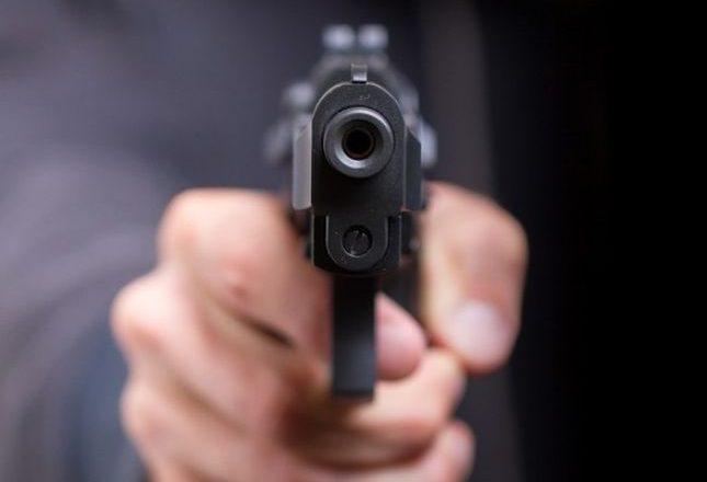 Në Gjakovë kërcënon me armë të dashurin