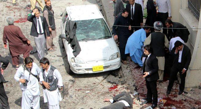 Dhjetë persona janë vrarë nga një sulm me bombë në një gjykatë në Pakistan