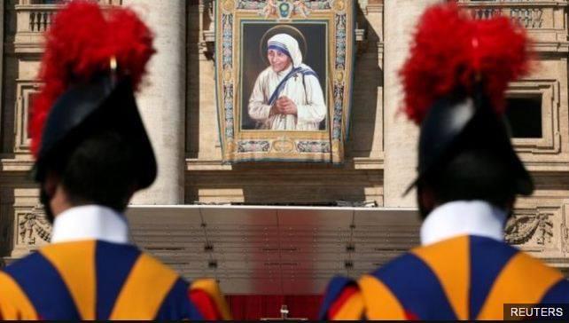 Papa Françesku shtron drekë për 1.500 të varfër dhe të pastrehë
