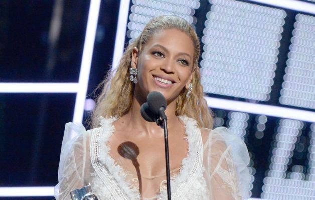 Beyonce shtyn koncertin, problem me vokalin