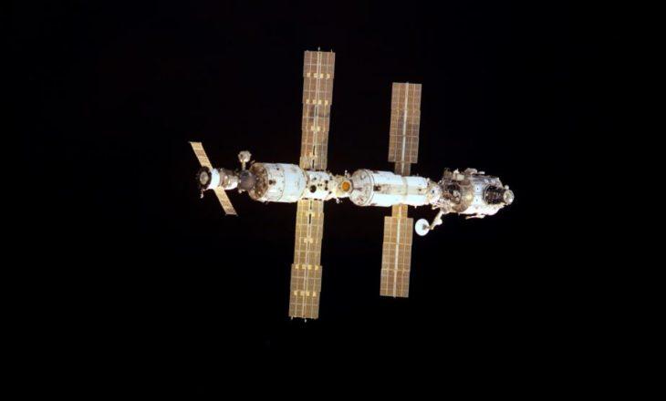 Tre astronautë u kthyen në Tokë pas 172 ditësh