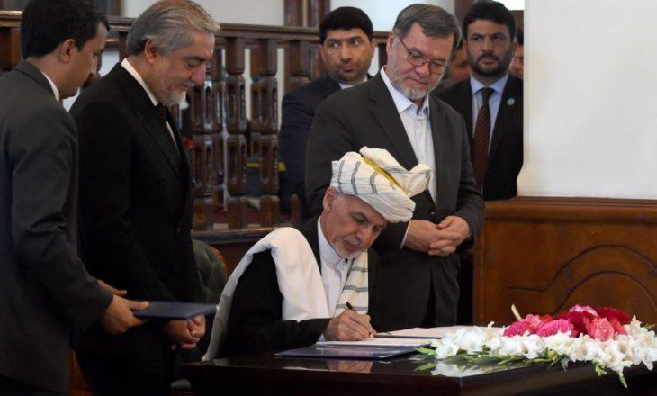 Presidenti afgan nënshkruan marrëveshjen e paqes me grupin militant